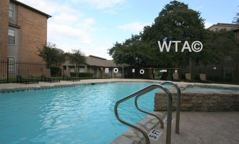 Apartments Near UT Austin IH-35 and Barwood Park for University of Texas - Austin Students in Austin, TX