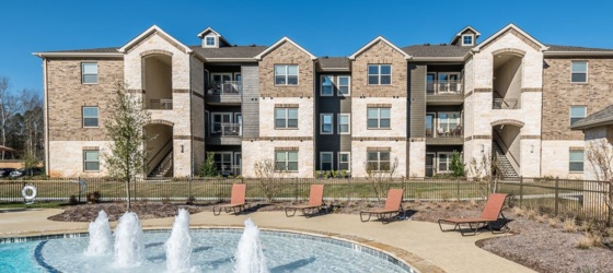 Harbor Shores Lakefront Apts - Move In Specials