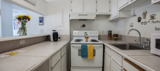 Studio Apartment for Sublease.... walking distance from FSU