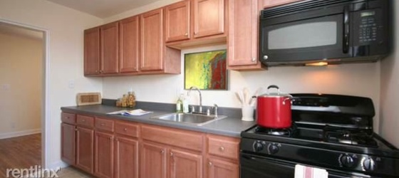 Lovely Garden Style 1 Bedroom Apt - H/HW/G - Laundry - Parking / Dobbs Ferry
