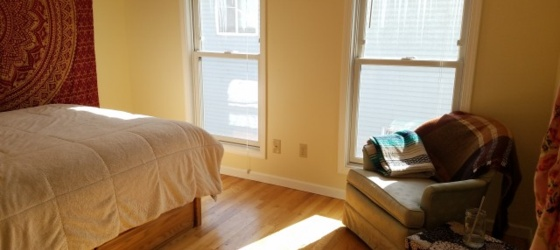 Looking for Summer Sublet in Spacious House Near Dinkytown
